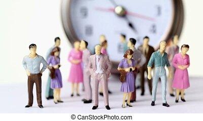 peu, jouet, groupe, horloge, grand, hommes, stand, devant, femmes