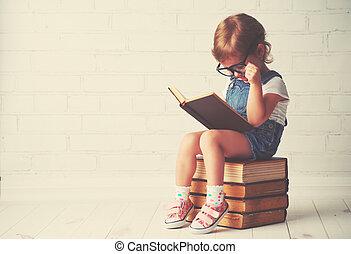 peu, livres, enfant, lecture fille, lunettes