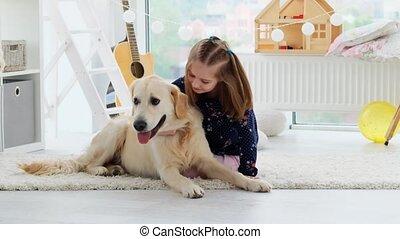 peu, mignon, heureux, caresser, girl, chien