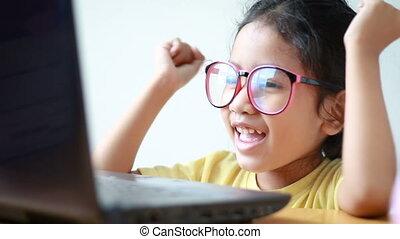 peu, ordinateur portable, gai, informatique, asiatique, utilisation, girl, bonheur