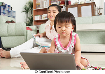 peu, ordinateur portable, girl, jouer