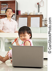 peu, ordinateur portable, girl, regarder