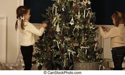 peu, ornements, arbre, lights., chandails, filles, noël, tricoté, pendre