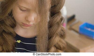 peu, ou, malheureux, cheveux, girl., coiffeur, tresses, brun...