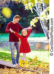 peu, père, parc, automne, avoir, dehors, amusement, girl, adorable