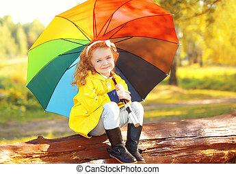 peu, parapluie, coloré, parc, ensoleillé, automne, enfant, girl