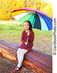 peu, parapluie, coloré, séance, arbre, automne, enfant, girl, jour, heureux