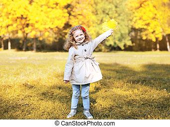 peu, parc, automne, amusement, girl, avoir, heureux