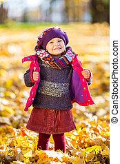 peu, parc, automne, girl, jouer, heureux
