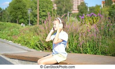 peu, parc, musique écouter, girl, adorable