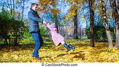 peu, parc, père, automne, amusement, girl, adorable, avoir, heureux