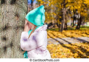 peu, peau, arbre, parc, automne, girl, chercher, jouer