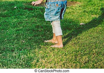 peu, pieds nue, vert, marcher, girl, herbe