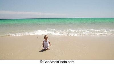 peu, plage, jeune fille
