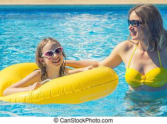 peu, pool., elle, maman, amusement, girl, avoir, natation
