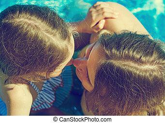 peu, pool., elle, sommet, maman, girl, vue., natation