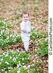 peu, printemps, parc, marche, girl, fleurs, blanc