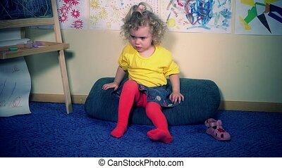 peu, propre, elle, pieds, mettre, girl, sandales, frustré