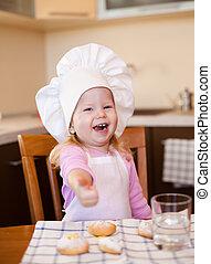 peu, séance, biscuits, arrosez verre, cuisinier, table, girl, heureux, cuisine