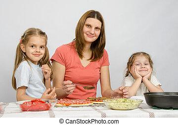 peu, séance, filles, deux, préparer, maman,  table, cuisine,  pizza