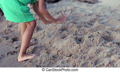 peu, sable, girl, plage, jouer, heureux