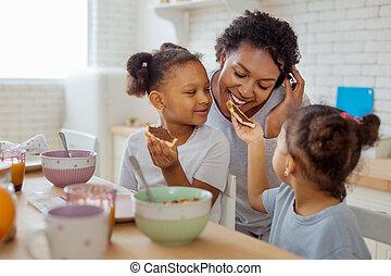 peu, sandwich, elle, donner, a peau noire, mère, girl
