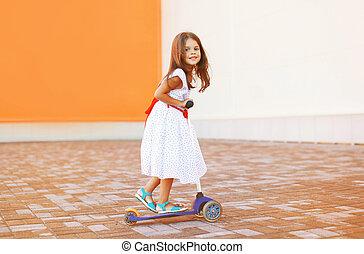 peu, scooter, dehors, girl, robe, heureux