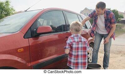 peu, sien, lavage, voiture, père, jeune, fils, mouvement, lent