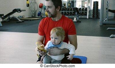 peu, sien, manger, gymnase, père, jeune, fils, banana.