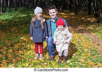 peu, sien, parc, père, jeune, marche, deux, automne, ensoleillé, apprécier, adorable, jour, filles