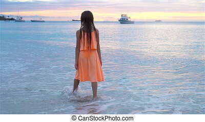 peu, sihouette, plage, girl, sunset.