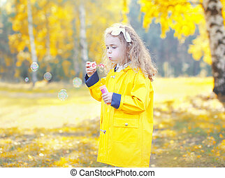 peu, souffler, parc, ensoleillé, savon, automne, enfant, girl, bulles