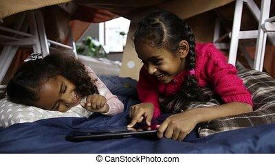 peu, tablette, deux, pc, soeurs, maison, jouer
