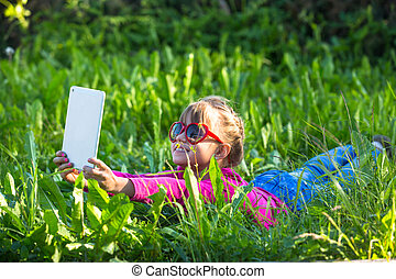 peu, tablette, selfie, pc, grass., girl, mensonge, gentil