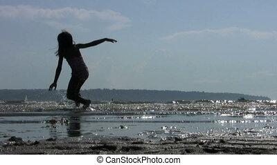 peu, tournoiements, plage, girl
