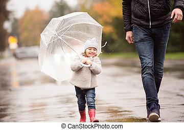 peu, umbrella., fille, père, r, unrecognizable, sous