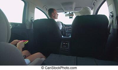 peu, voiture famille, dos, jeune, voyager, enfant, girl, siège