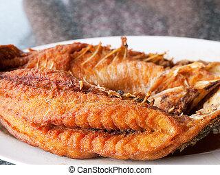 pez frito, en, tailandés, restaurante