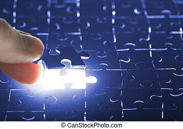 pezzo enigma, tenendo mano