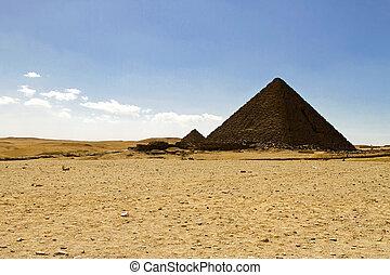 Pharaoh Menkaure pyramid - Pyramid of Pharaoh Menakaure at...