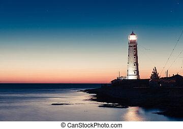 phare, à, coucher soleil, dans, les, crépuscule, dans, clarifiez temps