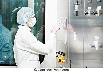 pharmaceutical gyár, munkás