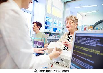 pharmacien, remettre, médicament, à, client