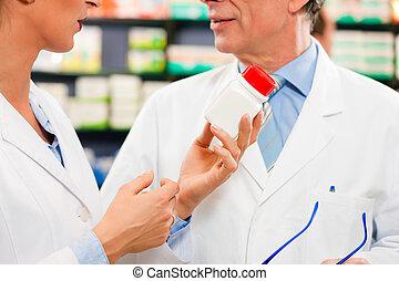 pharmaciens, consultant, deux, pharmacie