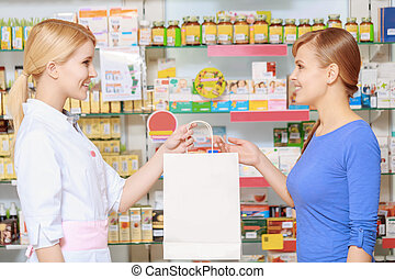 Pharmacy chemist and customer at the drugstore - Perfect...