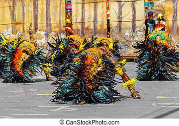 philippines., non identifié, parade, carnaval, gens, festival, janvier, dinagyang., costumes., image., éditorial, iloilo, 24th, 2016., documentaire