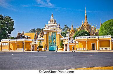 The entrance of Royal palace inPhnom Penh, Cambodia.