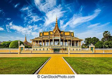 Phnom Penh Royal Palace complex - Phnom Penh tourist...