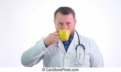 phonendoscope, sourire, mâle, vêtements, sien, grande tasse, jaune, coupure, café, lunch., cou, travail, boissons, blanc, docteur, barbu