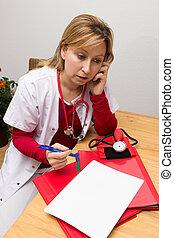 Phoning nurse - Nurse phoning and making a memcon